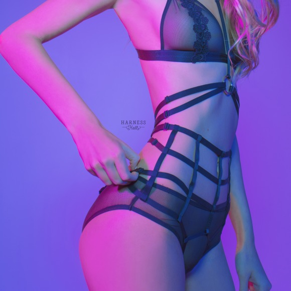 Komstr410 Strap-set. Top: classic strap-harness with double strips.  Lower part: exposed panties from elastic strips with high waistline фото 2
