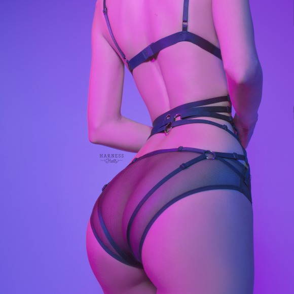 Komstr410 Strap-set. Top: classic strap-harness with double strips.  Lower part: exposed panties from elastic strips with high waistline фото 3