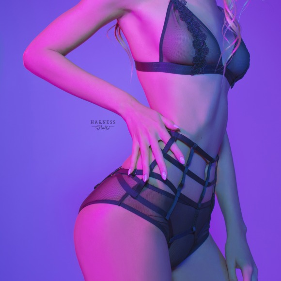Exposed panties from elastic strips with high waistline. фото 3