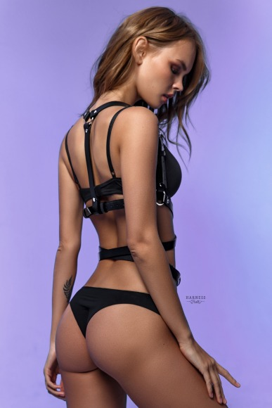 Harness with a strap winding around the waist. фото 2
