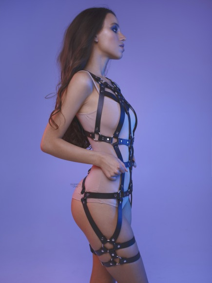 Elongated bodysuit with straps on the legs. фото 3