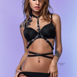 L-240  Classic harness with a strap curving round the waist.