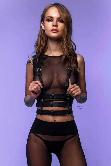 Woman harness with three straps under bust level. фото 1