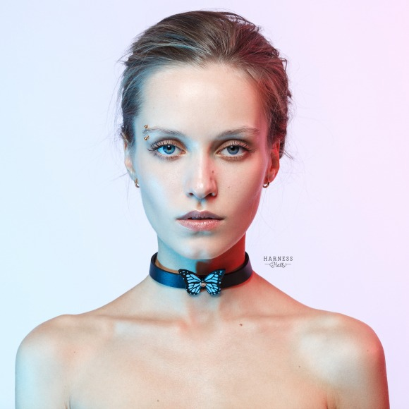 CH07 Leather choker with color butterfly. The width 2 cm. фото 1