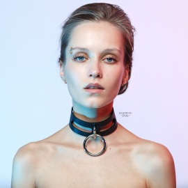 CH-16  Leather choker whith rectangles and ring on the frame.