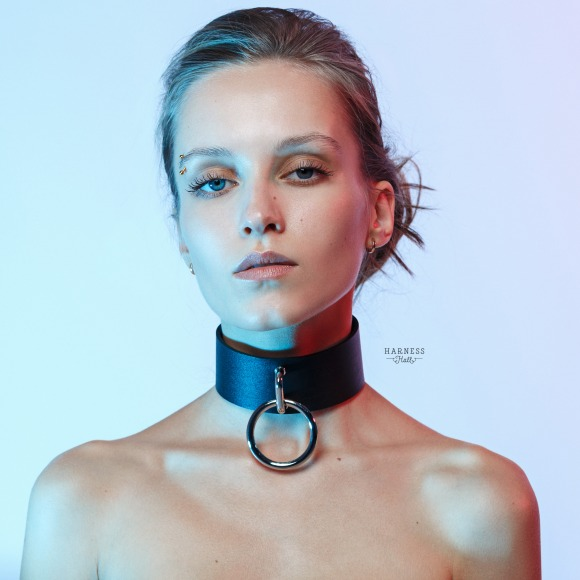 Wide leather choker whith ring on the frame.  фото 1
