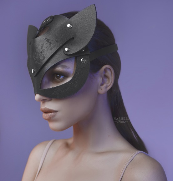 Cat mask with engraving фото 1